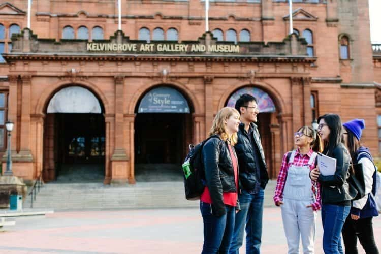 Students outside the Kelvingrove Art Gallery and Museum