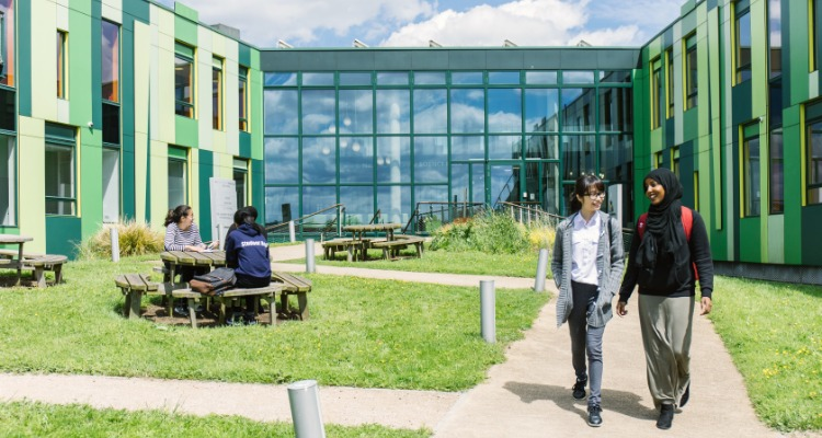 Students walking in the University of Nottingham campus