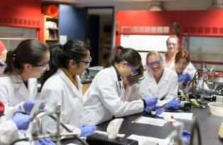 Students in lab - Simmons University