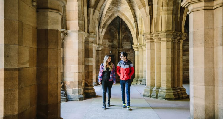 Students walking through the University of Glasgow campus