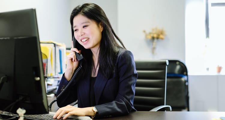 working lady talking on phone